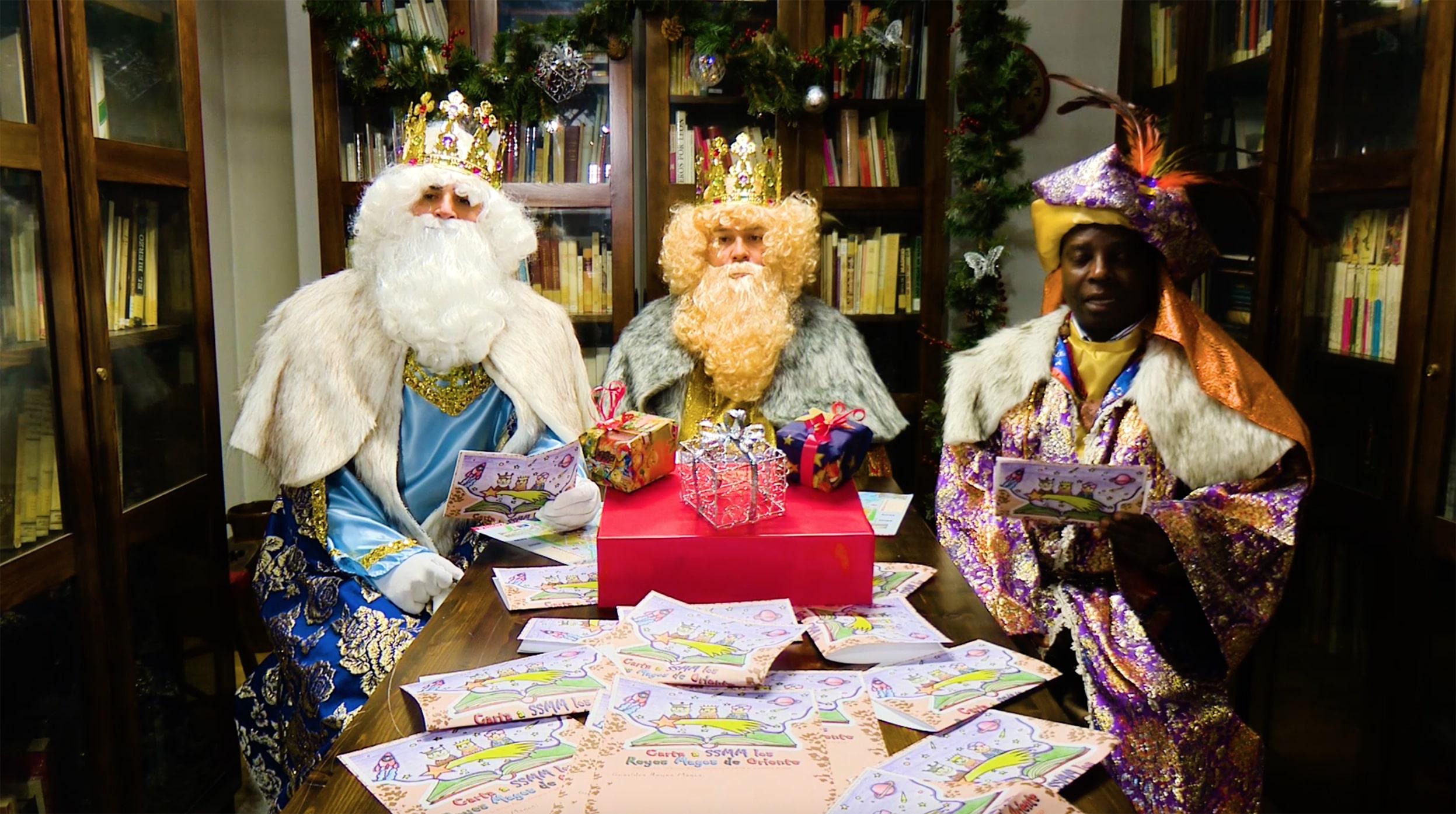 Sus Majestades los Reyes Magos de oriente saludan a los niños de San Sebastián de los Reyes