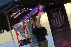 El trofeo de la Liga del Atlético de Madrid recaló en Sanse y viajará por toda la región