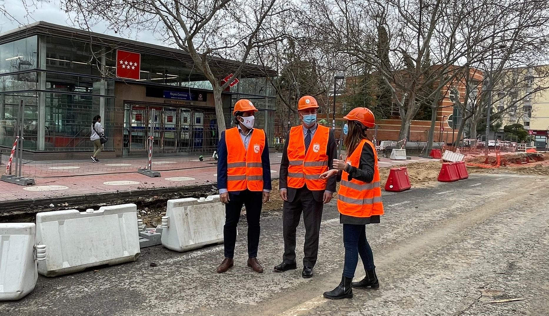 El alcalde y el vicealcalde visitan las obras del colector plaza de toros 2