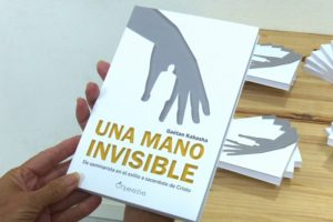 """Gaétan Kabasha presenta en Sanse """"Una mano invisible"""", un libro conmovedor"""